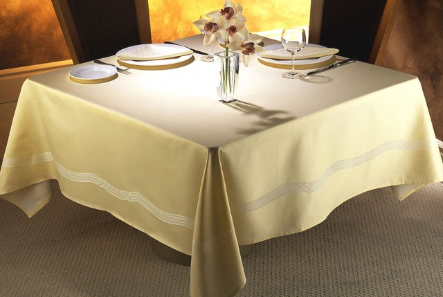 Linen Table Runner And Napkins