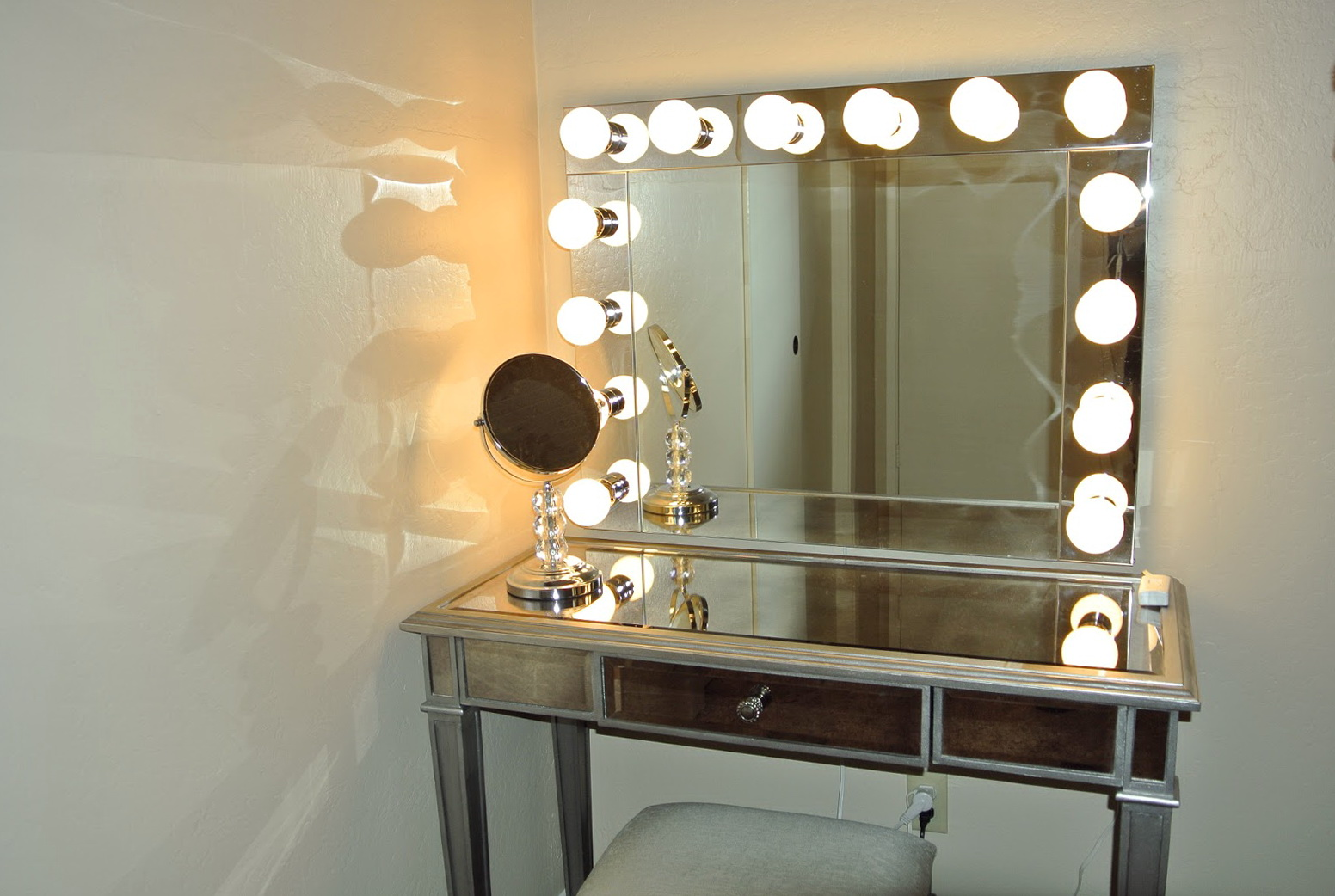 Vanity Dresser With Mirror And Lights 17609