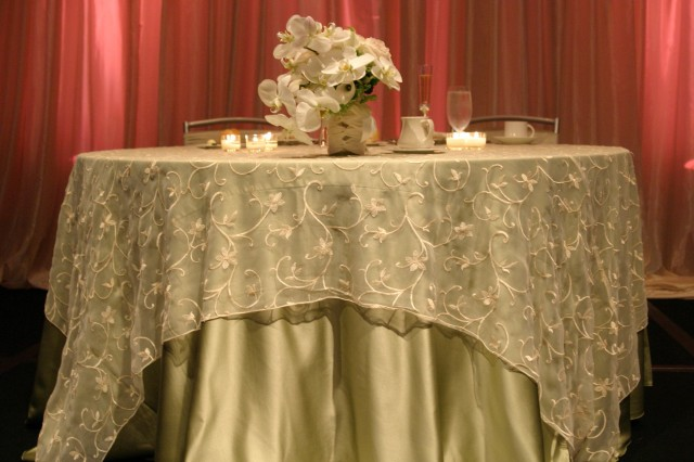 Wedding Table Linens Wholesale