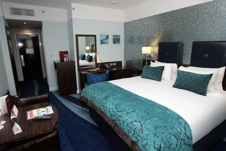 Tiffany Blue Bedroom Wallpaper