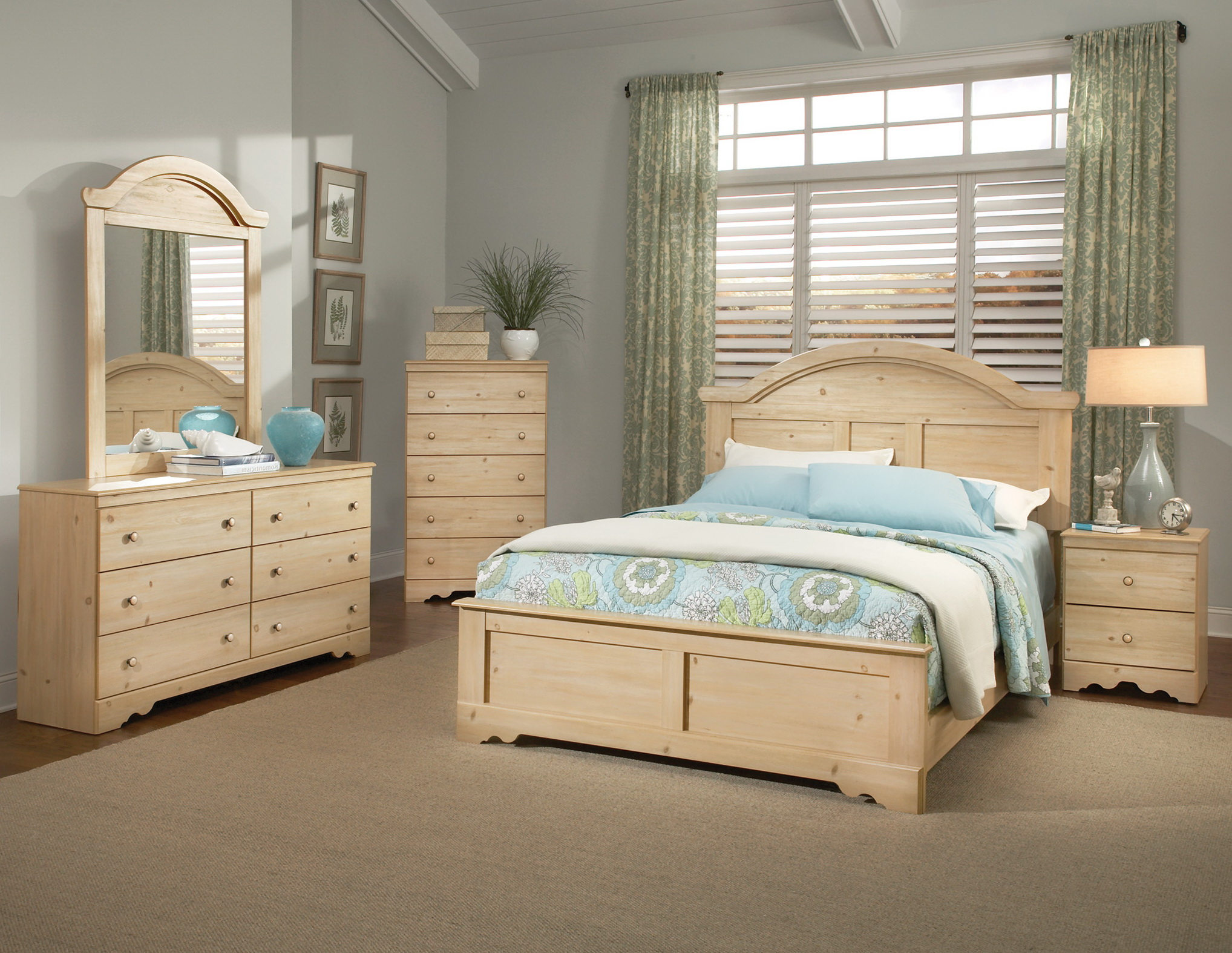 White And Pine Bedroom Furniture