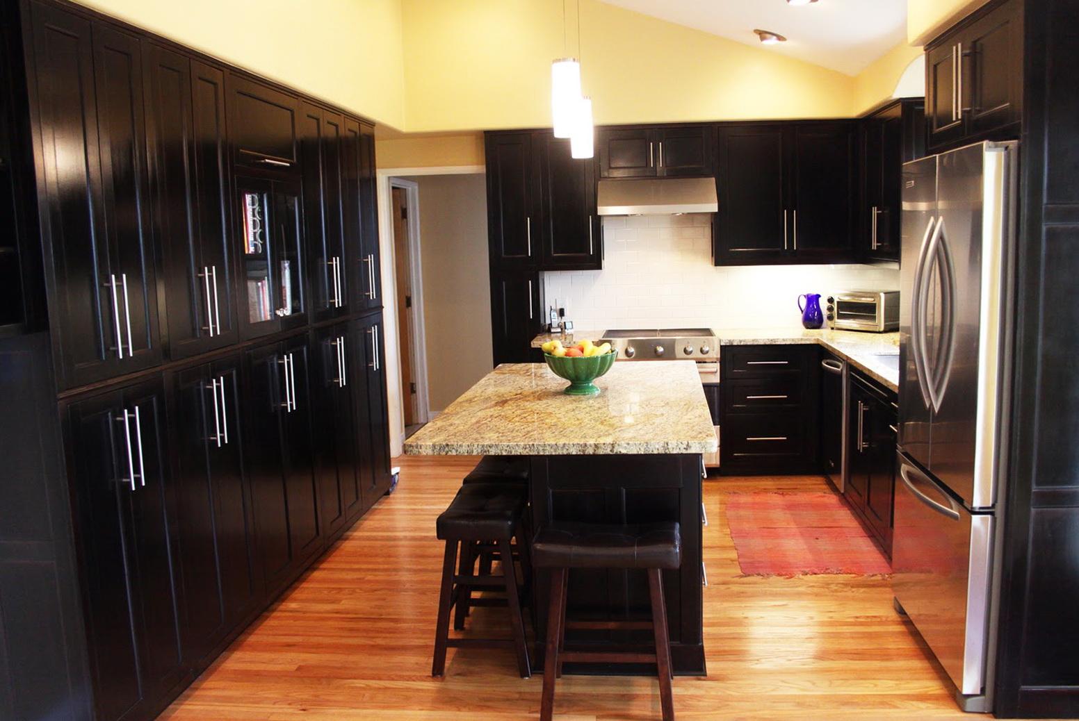 Dark Kitchen Cabinets With Light Walls