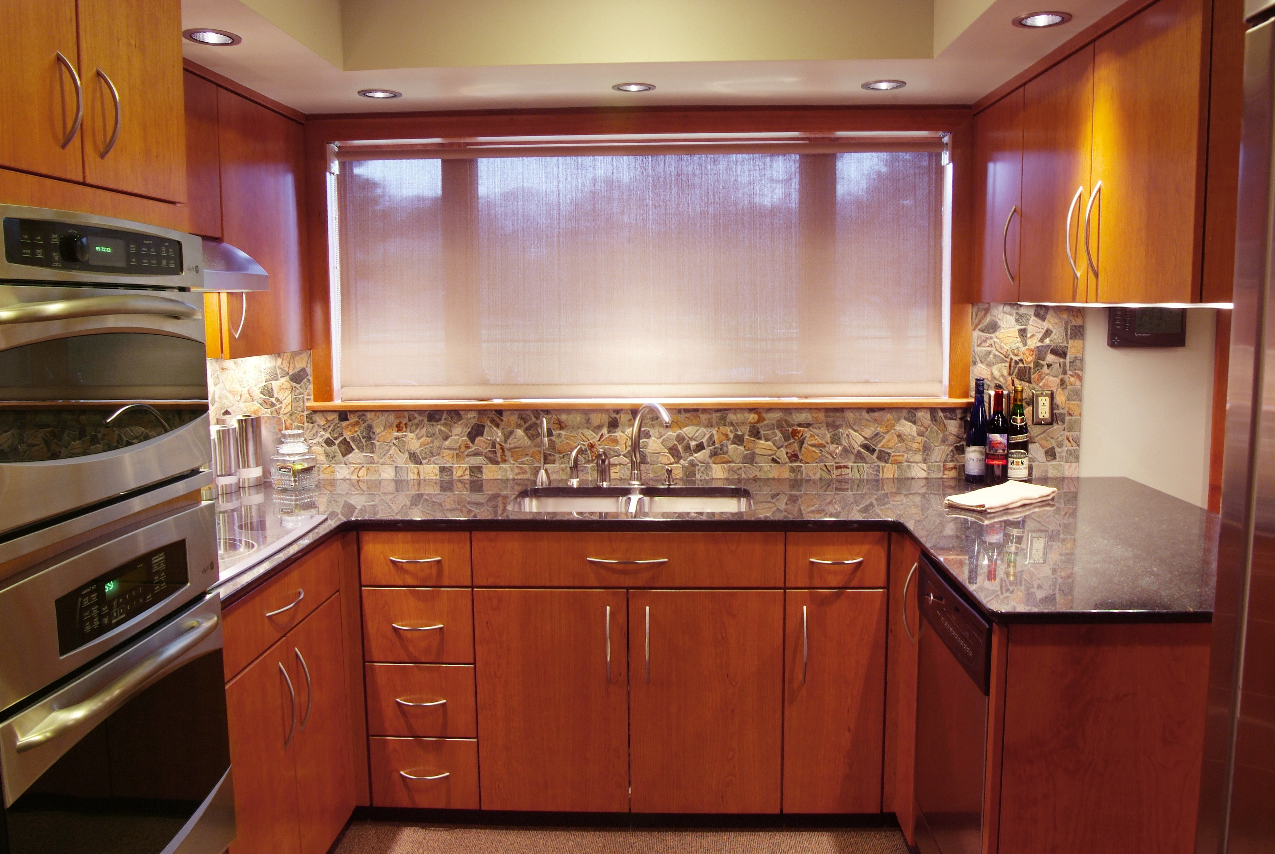 Granite Kitchen Countertops With Cherry Cabinets