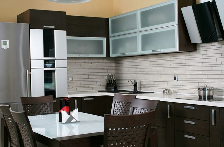 Kitchen Backsplash Tiles Dark Cabinets