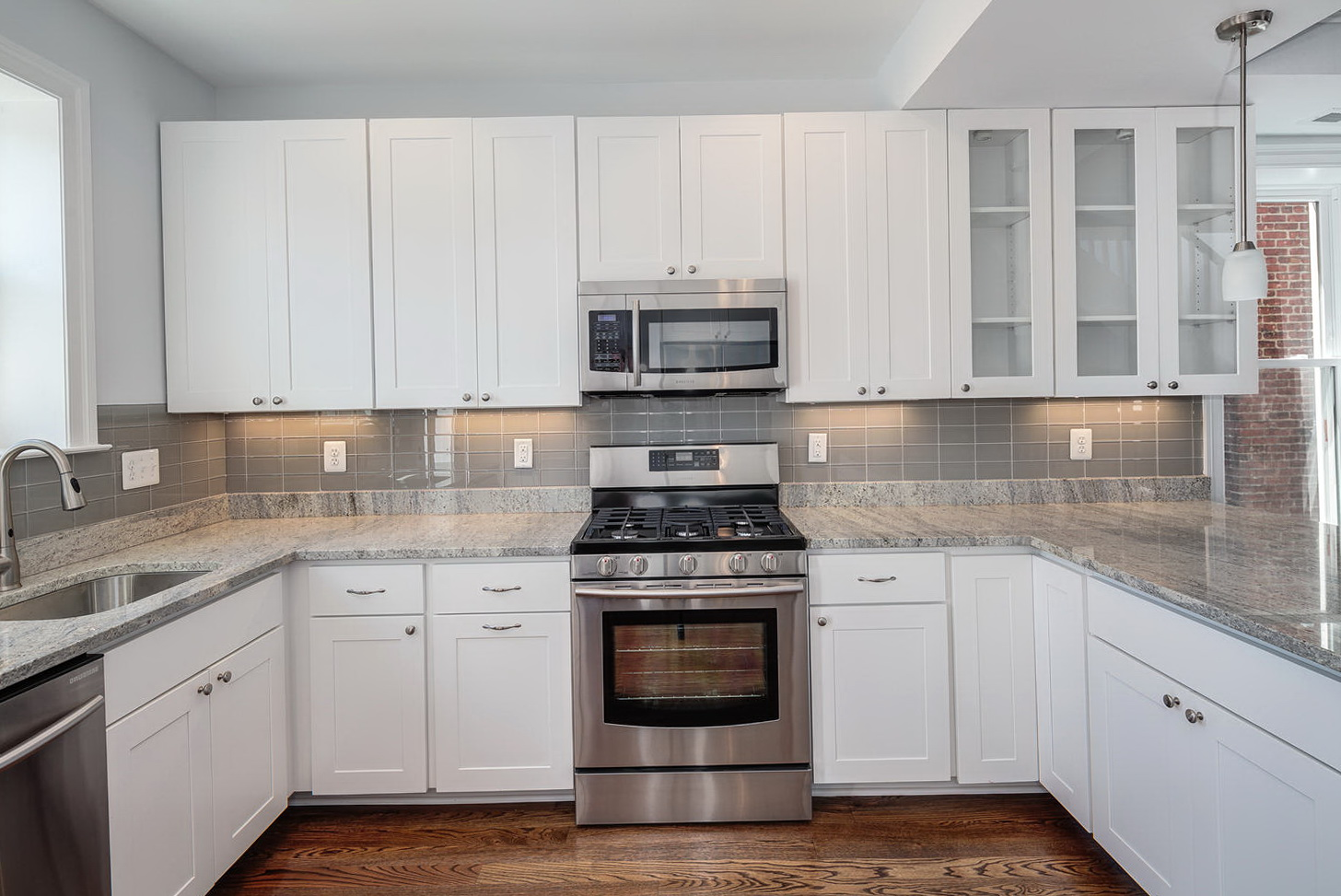 Kitchen Backsplash Tiles With White Cabinets
