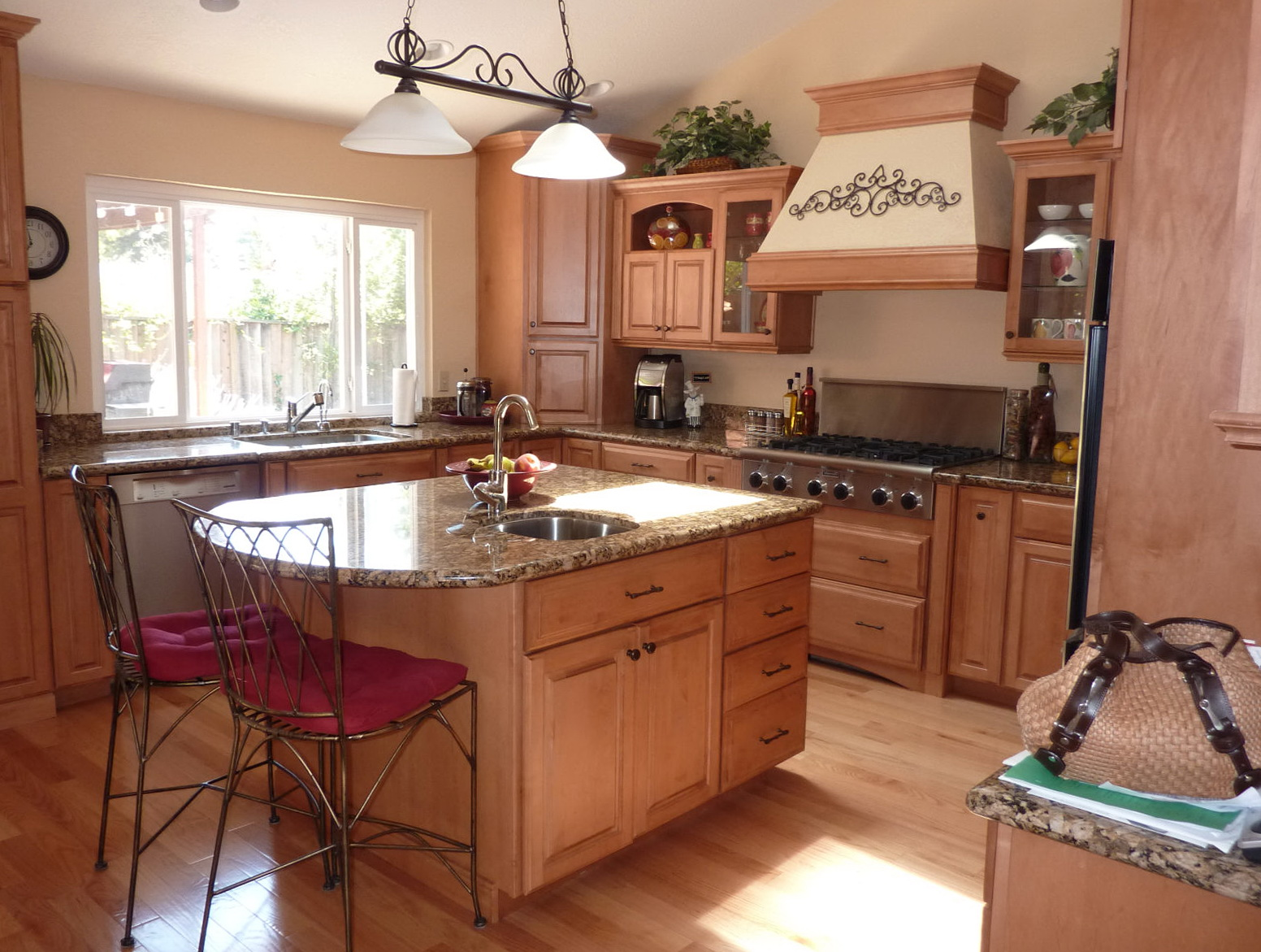 Kitchen Islands With Seating For Small Kitchens