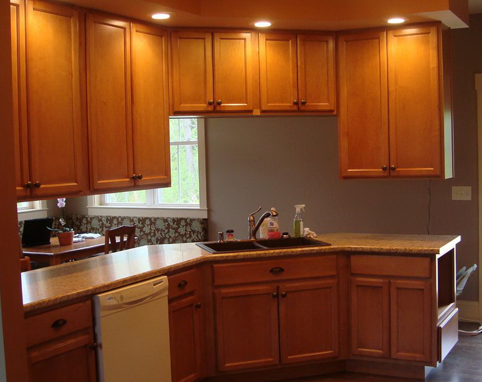 Maple Kitchen Cabinets With Quartz Countertops