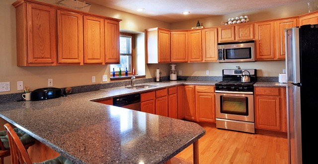 Oak Kitchen Cabinets With Quartz Countertops
