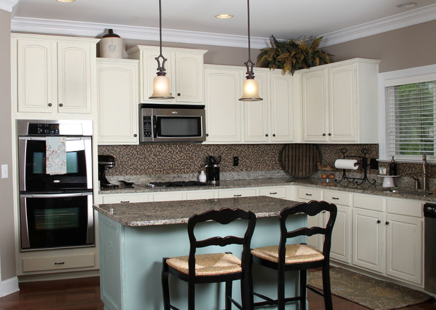 Painting Kitchen Cabinets White With Chalk Paint