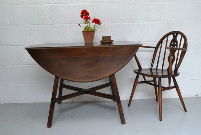Round Kitchen Table With Leaf