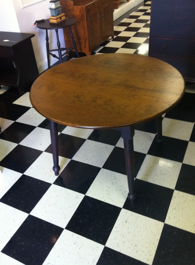 Round Rustic Kitchen Tables