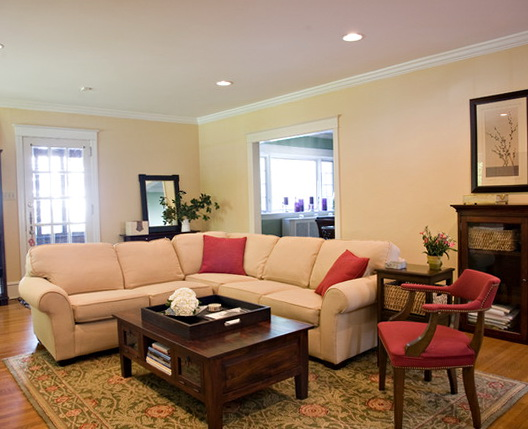 Traditional Living Room Sectionals