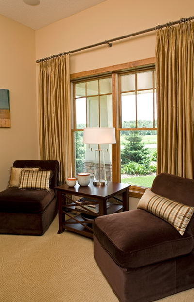 Traditional Living Room Window Treatments
