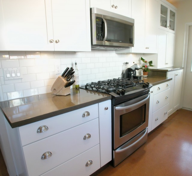 White Shaker Cabinets Backsplash
